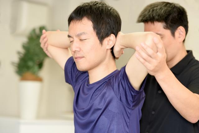 関節・筋肉を左右同時に施術する方法(関節ストレッチング)