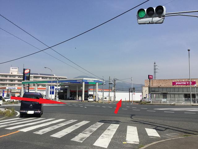 小倉南区朽網小学校入口の交差点反対側