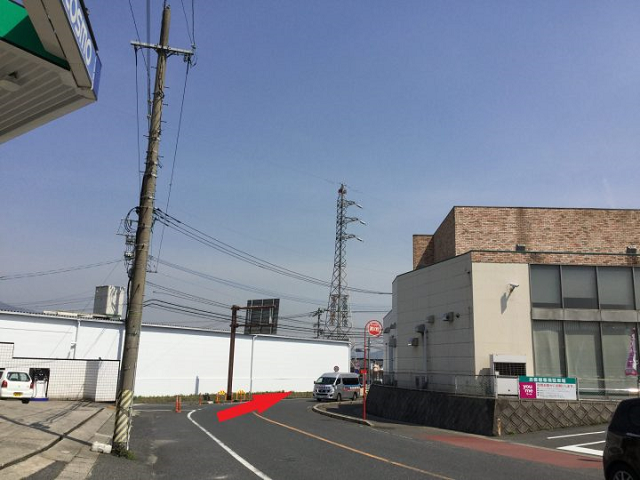 コスモトライピア曽根SSと右側手前にyumeマート朽網店