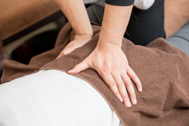 腰の押圧 肩こり・腰痛患者